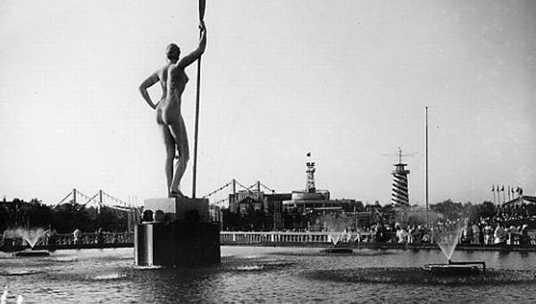 """Скульптура """"Девушка с веслом"""": авторы, история скульптуры, фото"""