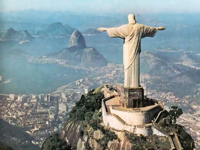 Статуя Христа-Искупителя - вид сзади