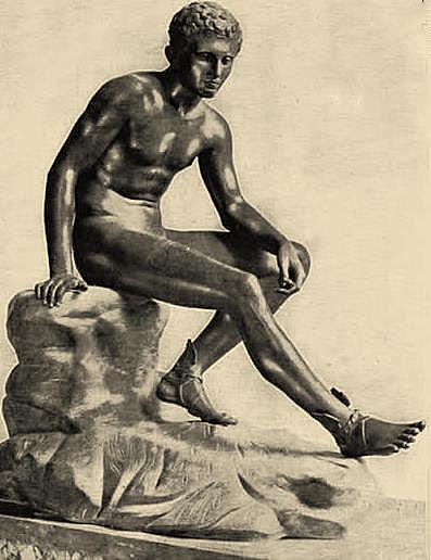Фигура отдыхающего Гермеса