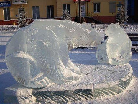 Ледяные скульптуры - медведи