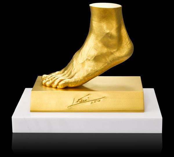 Золотые скульптуры: древние и современные изделия