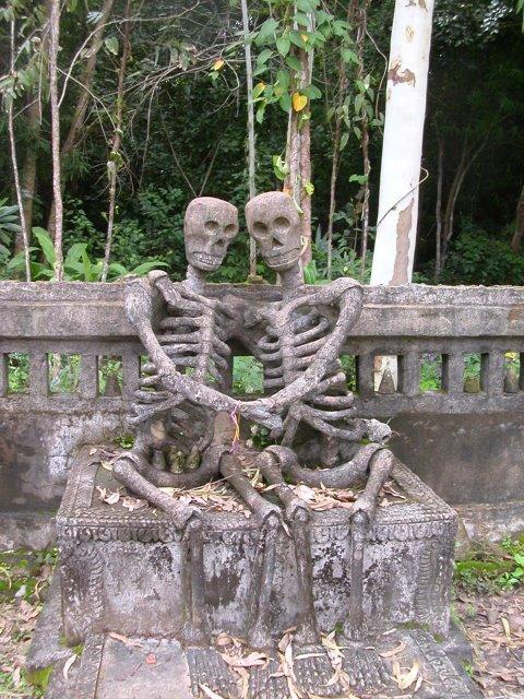 Влюбленные скелеты, Нонг Кай