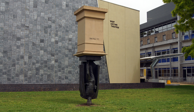 Памятник губернатору Ла Тробе в Мельбурне