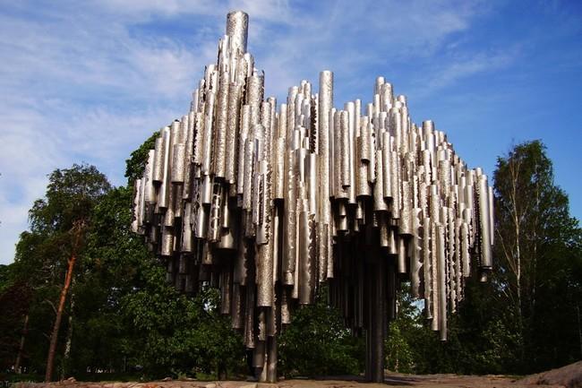 Памятник Сибелиусу - 600 стальных трубок