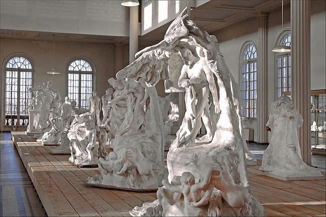 Скульптуры в музее Родена