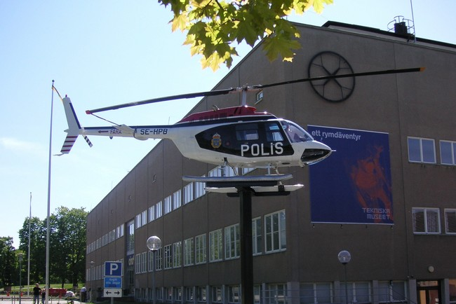 Занимательный вертолет при входе в технический музей, Стокгольм