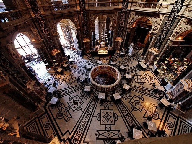 Музей истории искусств, Вена - вид сверху на зал