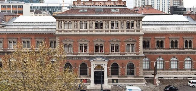 Вид на здание музея прикладного искусства с высоты