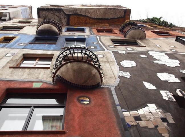 Вид снизу, дом Хундертвассера
