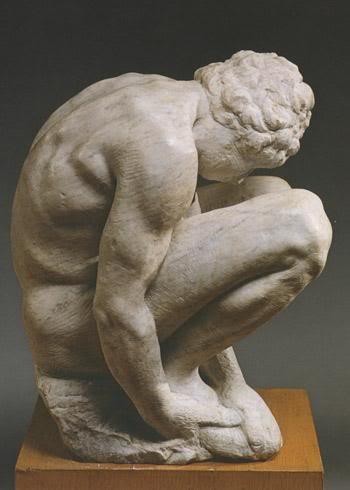 Скорчившийся мальчик, скульптура Микеланджело, Эрмитаж