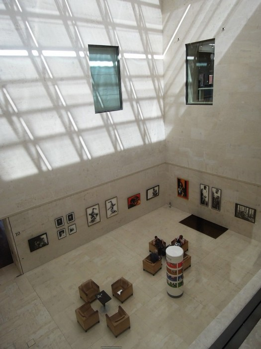 Один из залов музея Леопольда с высоты