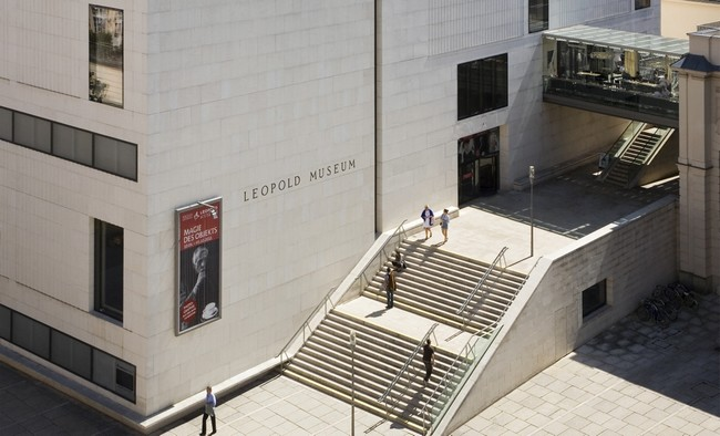 Вход в музей Леопольда с высоты