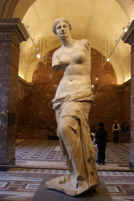 Венера Милосская в Лувре, скульптура