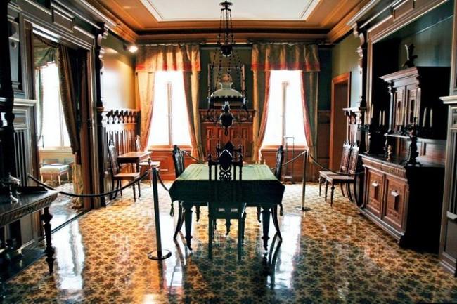 Комната, стол - музей Ибсена