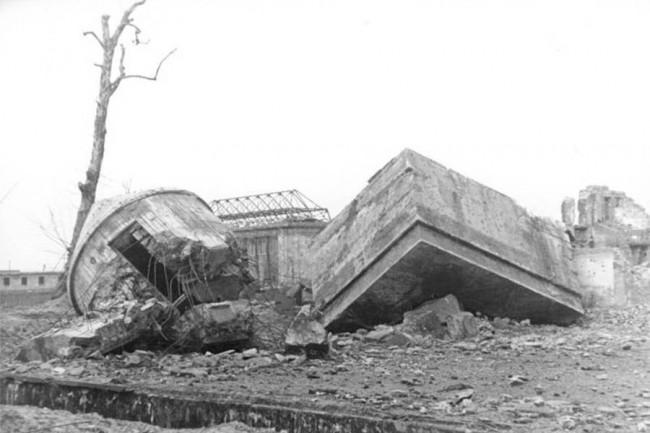 Развалины бункера