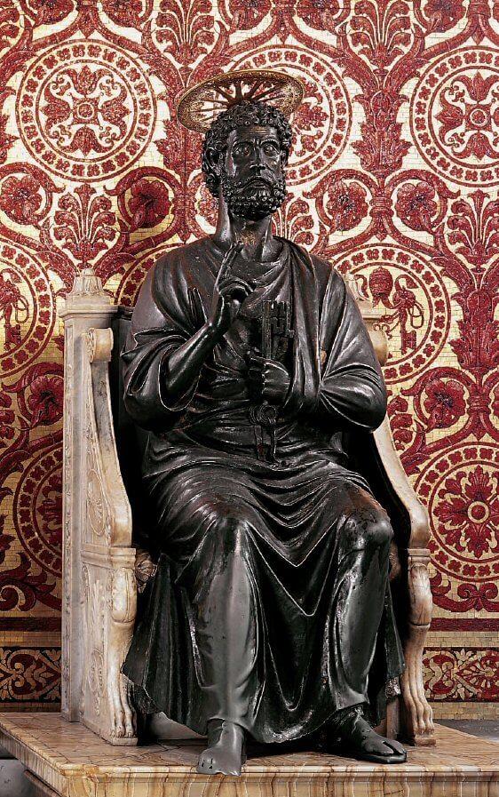 Статуя Петра – творение скульптора Арнольфа Ди Камбио